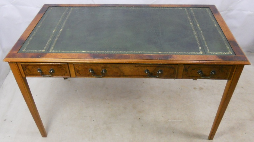 Georgian Style Walnut Leather Top Writing Desk : georgian style walnut leather top writing desk 5 1089 p from www.harrisonantiquefurniture.co.uk size 842 x 471 jpeg 167kB